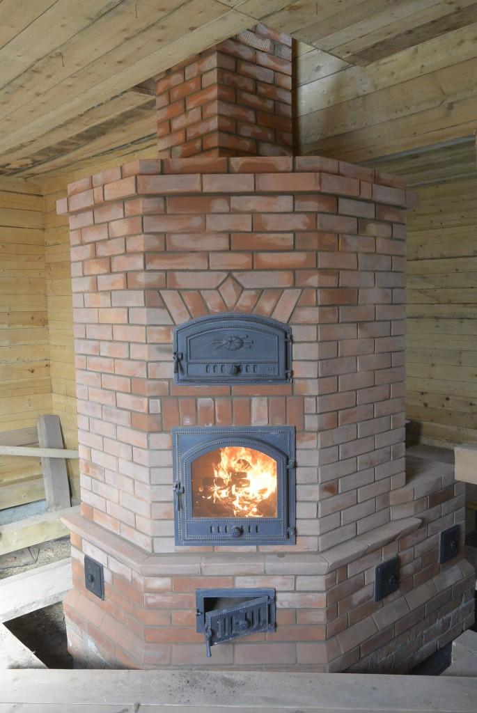 Камино-печь с лежанкой . д. Нагорный Иштан.